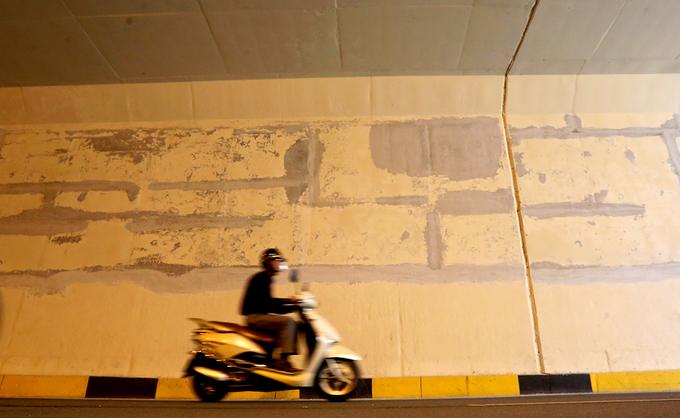 Hai hầm chui nghìn tỷ đồng ở thủ đô vá nham nhở