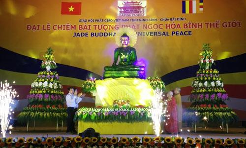 nghin-nguoi-don-tuong-phat-ngoc-lon-nhat-the-gioi-o-bai-dinh