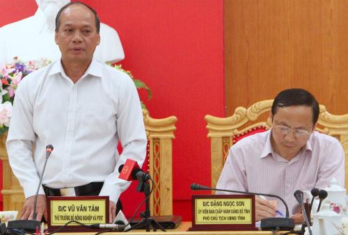 ông Vũ Văn Tám, Thứ trưởng Bộ nông nghiệp và ông Đặng Ngọc Sơn, Phó chủ tịch Hà Tĩnh.