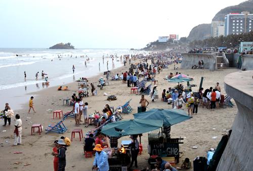 Thành phố Vũng Tàu cấm tổ chức mua bán, ăn nhậu trên bãi biển. Ảnh: Xuân Thắng