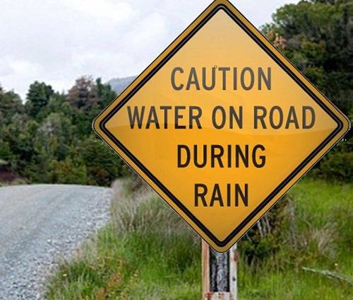 Chú ý: Đường có nước khi trời mưa.