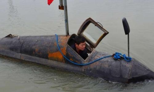 Nông dân tỉnh An Huy nhận được bằng sáng chế tàu ngầm. Ảnh: SCMP
