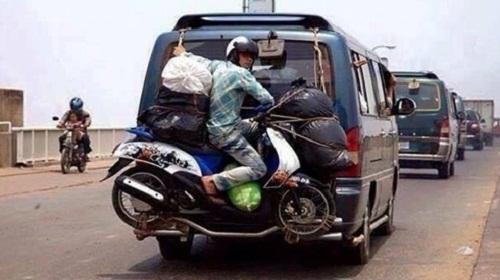 Dịch vụ vận chuyển tận tâm, chuyển xe chuyển luôn cả người.