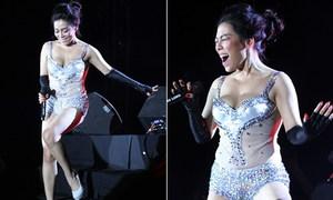 Khán giả Huế phản đối Hà Linh mặc hở hát nhạc Trịnh