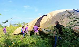 Khinh khí cầu của đoàn nghệ sĩ Anh rơi tại Huế