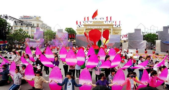 Hải Phòng tất bật trước ngày Lễ hội hoa phượng đỏ