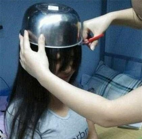 Các bạn nữ cũng có thể áp dụng để có tóc mái ngố.