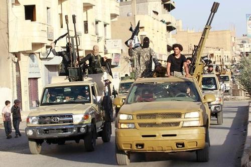 Phiến quân Nhà nước Hồi giáo ở Raqqa, Syria. Ảnh: Reuters.