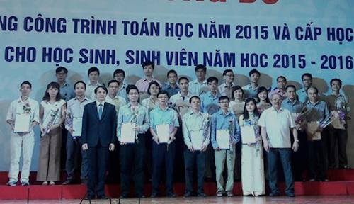 trao-thuong-cho-86-cong-trinh-toan-hoc-400-sinh-vien-gioi-toan