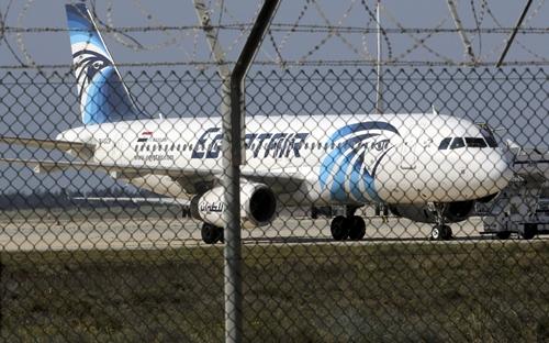 Một phi cơ EgyptAir ở Lancara, Cyprus. Ảnh: Reuters.