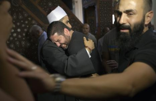 Đạo diễn phim Osman Abu Laban (chính giữa) mất 4 người thân trong thảm hoạ hàng không. Ảnh: