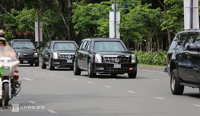Limousine The Beast của Tổng thống Obama xuống phố Sài Gòn