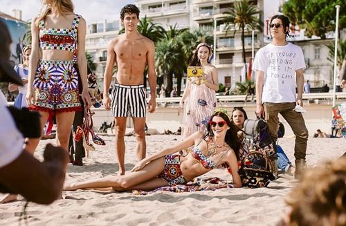 Hình ảnh Angela Phương Trinh cùng chiếc váy biển cả trong chiến dịch của Dolce&Gabbana.