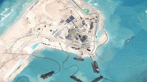 Đá Chữ Thập, thuộc quần đảo Trường Sa của Việt Nam, bị Trung Quốc bồi đắp trái phép thành đảo nhân tạo. Ảnh: Asia Maritime Transparency Initi