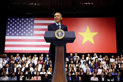 ổng thống Mỹ Obama có cuộc gặp gỡ và giao lưu với gần 1.000 thanh niên Việt Nam là thành viên củaSáng kiến Thủ lĩnh trẻ Đông Nam Á (YSEALI) tại thành phố Hồ Chí Minh.