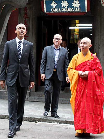 ba-tuan-chun-bi-cho-10-phut-don-ong-obama-o-chua-ngoc-hoang
