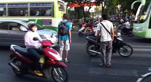 chong-trom-400-cay-vang-du-vo-la-sep-ngan-hang-nong-tren-mang-xh-4
