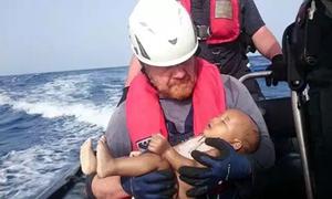Ảnh bé tị nạn chết đuối trên biển gây xúc động dư luận