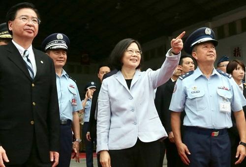 Bà Thái Anh Văn tại căn cứ quân sự. Ảnh: Facebook