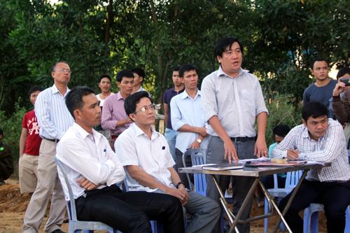 ke-khong-hang-chuc-ngoi-mo-de-nhan-tien-den-bu