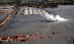Vùng đất suốt 10 năm bị bùn tấn công