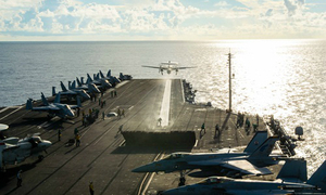 Đô đốc Mỹ lên tàu sân bay hạt nhân ở Biển Đông