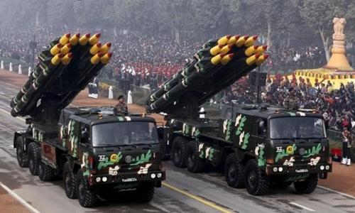 Tên lửa Ấn Độ trong cuộc duyệt binh tổ chức tại New Delhi hôm 26/1. Ảnh: Reuters