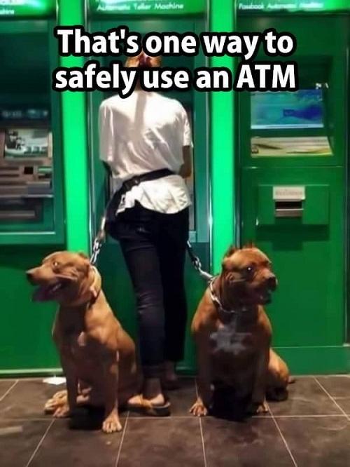 Cách giữ an toàn khi rút tiền tạiATM.