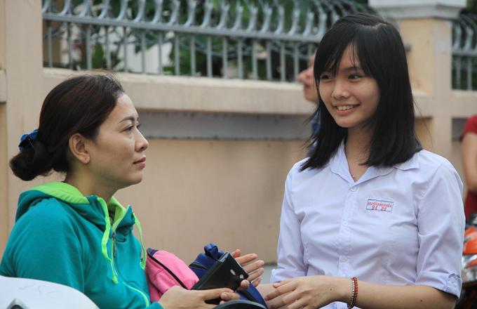Học sinh Sài Gòn hối hả vào kỳ thi lớp 10