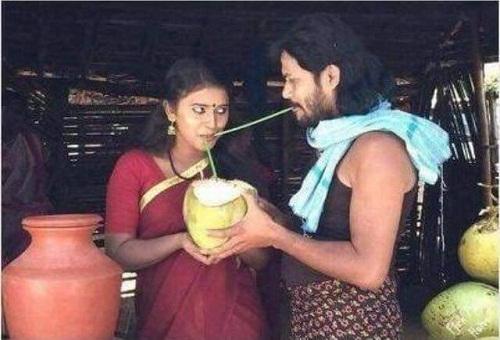 Uống nước dừa kiểu mẫu.