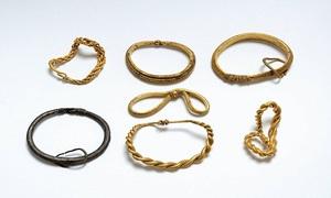 Phát hiện kho báu vàng của người Viking bằng máy dò kim loại
