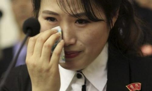 Nữ nhân viên nhà hàng Triều Tiên tại Hàn Quốc. Ảnh: BBC.