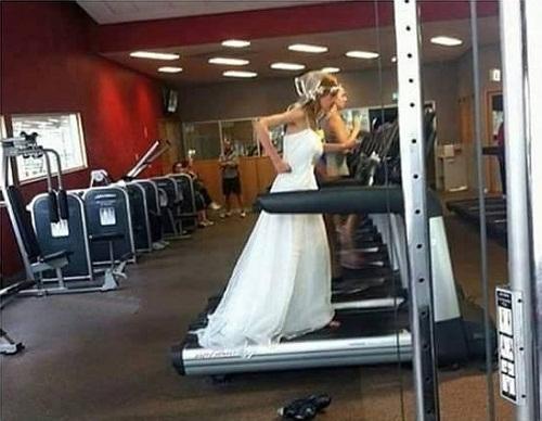 Phải cố gắng tập tành để mặc vừa váy cưới.