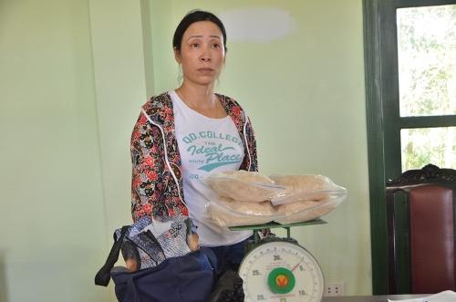 nu-quai-nhap-canh-trai-phep-mang-4kg-ma-tuy-ve-nuoc