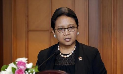 Ngoại trưởng Indonesia Retno Marsudi tuyên bố dừng các chuyến tàu chở than tới Philippines. Ảnh: Reuters.