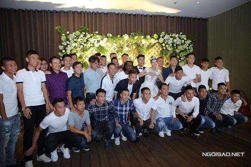 hang-xom-phan-doi-ba-cu-to-con-trai-danh-gay-xuong-suon-nong-tren-vitalk-5