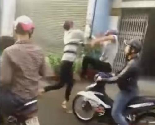 Đoàn dân chơi đưa tang đầu trần, nẹt pô gây náo loạn đường phố - náo loạn đám tang