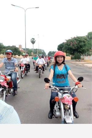 Rước dâu độc đáo bằng dàn xe 67 ở Tây Ninh - Rước dâu