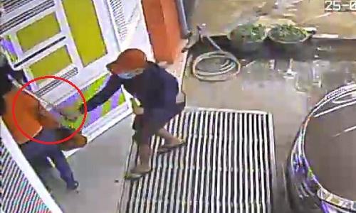 Côn đồ cầm mã tấu vào tận nhà truy sát người phụ nữ - truy sát phụ nữ