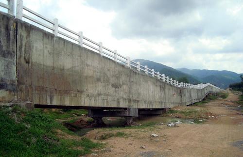 Công trình cầu máng 3 bị sụp xuống, gãy đổ. Ảnh: T.T