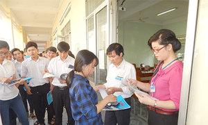 Hai thí sinh đi cấp cứu khi đang làm bài thi