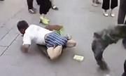 Video lột quần bóc mẽ ăn xin giả vờ cụt chân gây sốt
