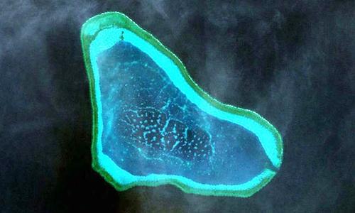 Bãi cạn Scarborough, khu vực Philippines và Trung Quốc có tranh chấp ở Biển Đông. Ảnh: Inquirer.