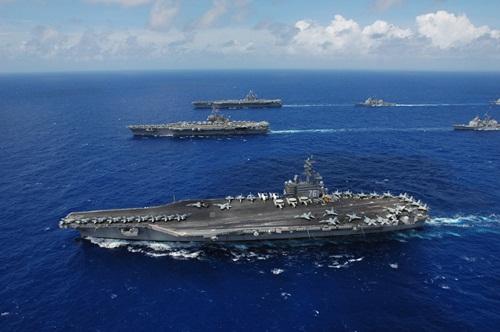 Các tàu sân bay Mỹ dàn đội hình. Ảnh: