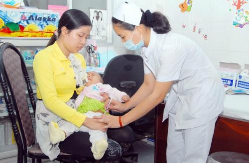 Vắc xin được tiêm chui với giá cắt cổ - vắc xin