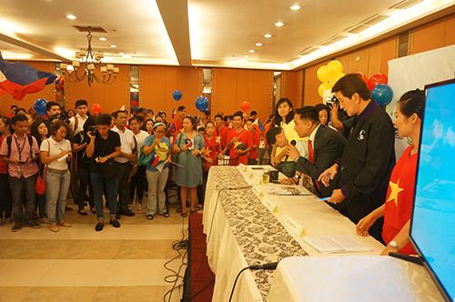 Quang cảnh buổi họp báo củaCộng đồng người Việt Nam tại Philippines (V. Ảnh: