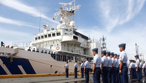 Tàu chở dầu PHG02 Tsugaru của tuần duyên Nhật hôm qua cập cảng Manila. Ảnh:
