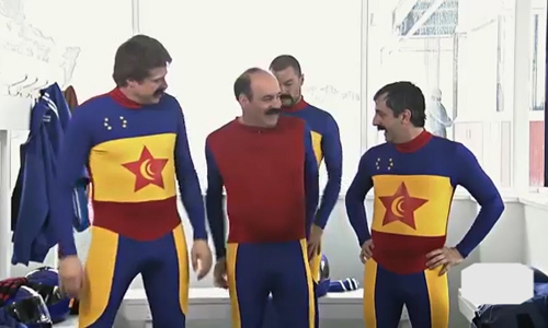 Đội đua chán nản vì gặp khó với trang phục trước giờ thi đấu
