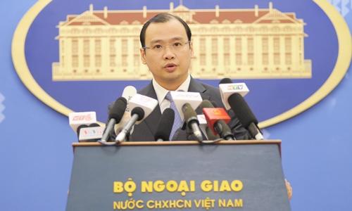 Ông Lê Hải Bình trả lời câu hỏi của các phóng viên trong cuộc họp báo chiều 14/7. Ảnh: Tùng Đinh.