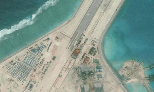 Đường băng Trung Quốc xây dựng phi pháp trên đá Subi, thuộc quần đảo Trường Sa của Việt Nam. Ảnh:Reuters